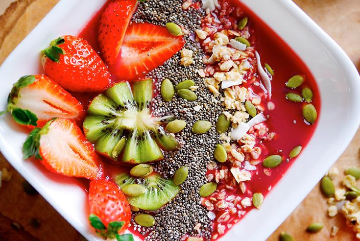 Eco Lifestyle mit Jelenas Soulfood: Kochen mit Superfoods. Heute gibt es den Erdbeer Acai Smoothie