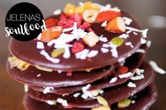Superfood Schokolade mit Nüssen und Früchten