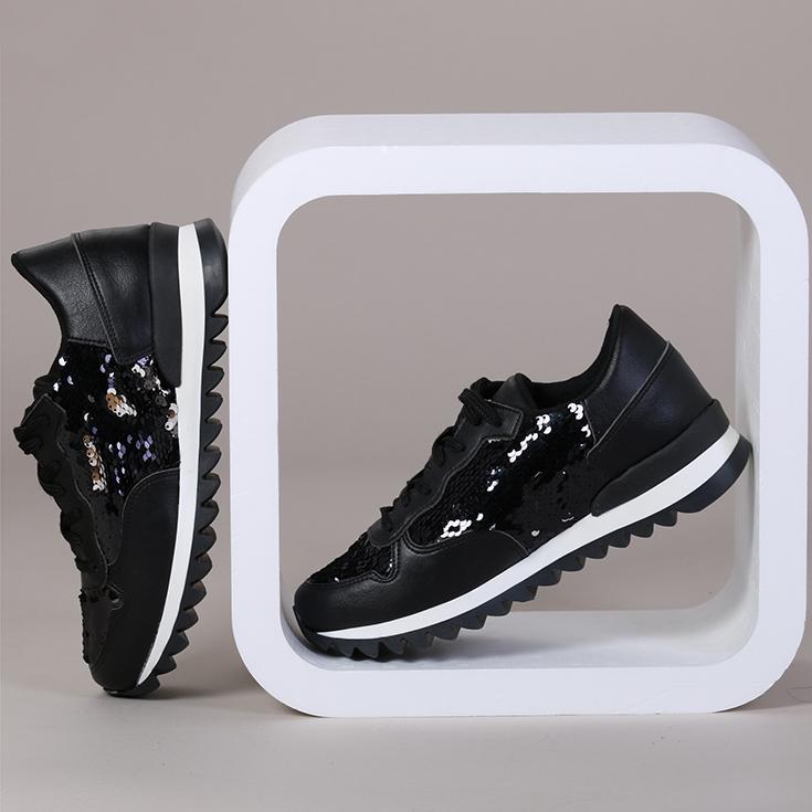 708cf5a6eb9306 Inzwischen umfasst das Sortiment nicht nur die klassischen Canvas-Sneaker