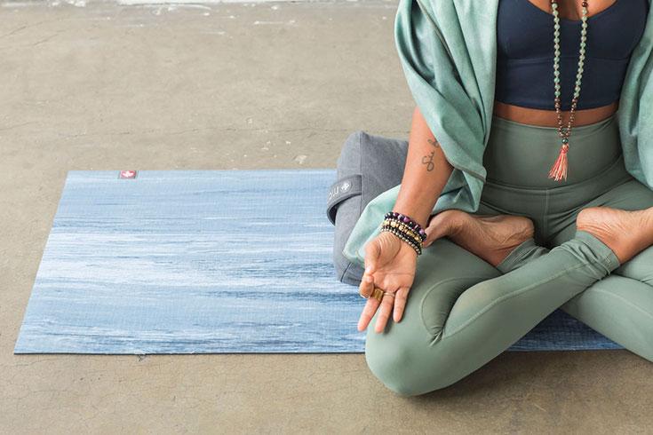 Nachhaltige Yoga Matten, unsere liebsten Eco Yogamatten. Öko Matten aus Naturkautschuk, ökologische Yogamatten für Meditation und Pilates: Manduka