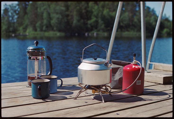Eco-Lifestyle-Slow-Travel-achtsam-Reisen-Vildmarks-Camping-Schweden-Gas-Kocher-Kaffee