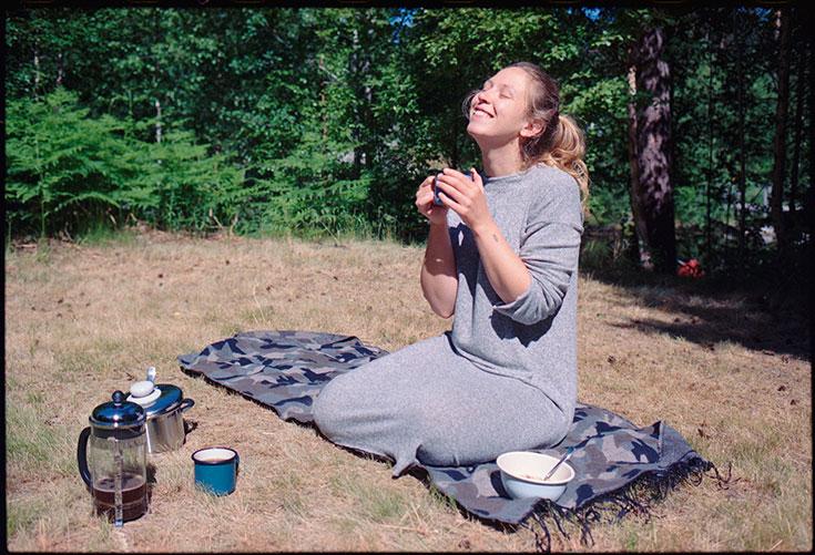 Eco-Lifestyle-Slow-Travel-achtsam-Reisen-Vildmarks-Camping-Schweden-Van-Wohnmobil-Wald-Kaffee