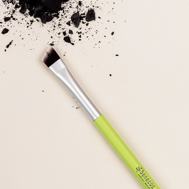 Benecos – Unser veganes Make-Up Pinsel 1 x 1: Angled Brush