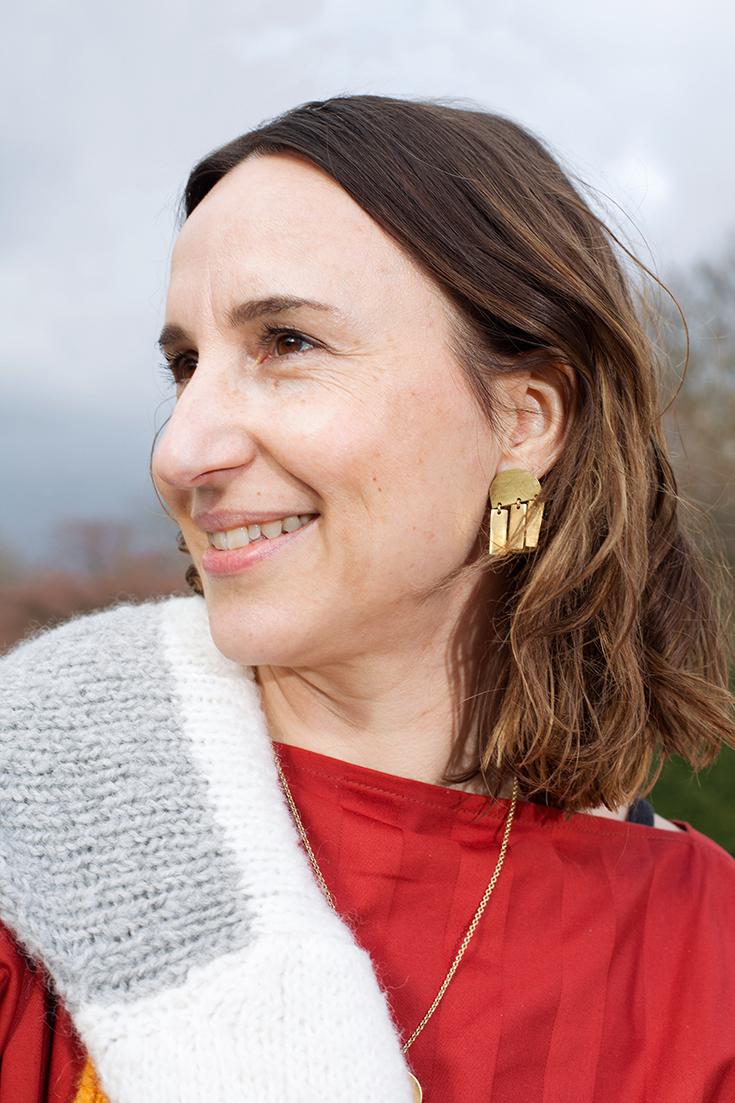 Fashion Revolution Week 2019 #whomademyclothes:Sandra Schittkowski von Nine to Five trägt ein Kleid von Natascha von Hirschhausen und Ankleboots von Nine to Five