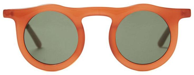 3f5b772077b08f Inspiriert von der Folk Music von Bob Lind aus den 60ern, wurde die  orangefarbene Eco Sonnenbrille von Carla Colour auf den Titel »Lind  Cardinal + Hunter« ...