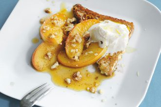 Mit Resten kochen – Rezept für recyceltes Brot mit Äpfeln, Nüssen und Ingwersauce
