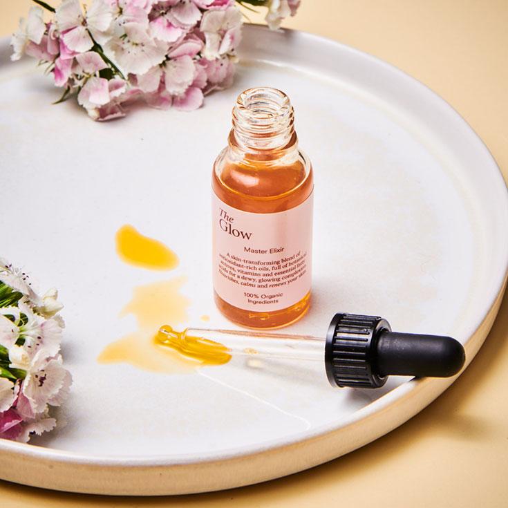 The Glow – 5 Naturkosmetik Produkte für die perfekte Pflege-Routine nach dem Baukastenprinzip. Alles ist mit allem kombinierbar. Master Elixir