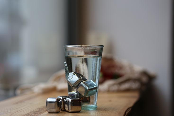 Zero Waste Küche – Weniger Müll und Plastik im Haushalt: Eiswürfel aus Edelstahl von Naturalou