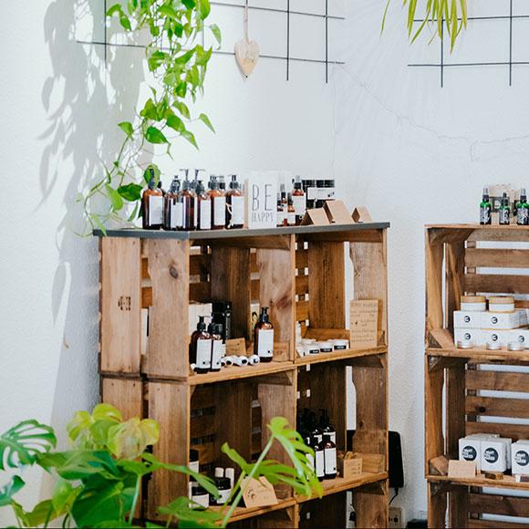 Peppermynta Brandfinder: Mangolds Online Shop. Eco Lifestyle Online Shop für handverlesene Naturkosmetik, faire Yoga Wear, Slow Food. Natürliche Haarpflege, Bio Hautpflege, Yoga Kleidung, Accessoires.
