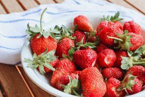 Pestizide in Erdbeeren! Warum ihr nur Bio Erdbeeren kaufen solltet