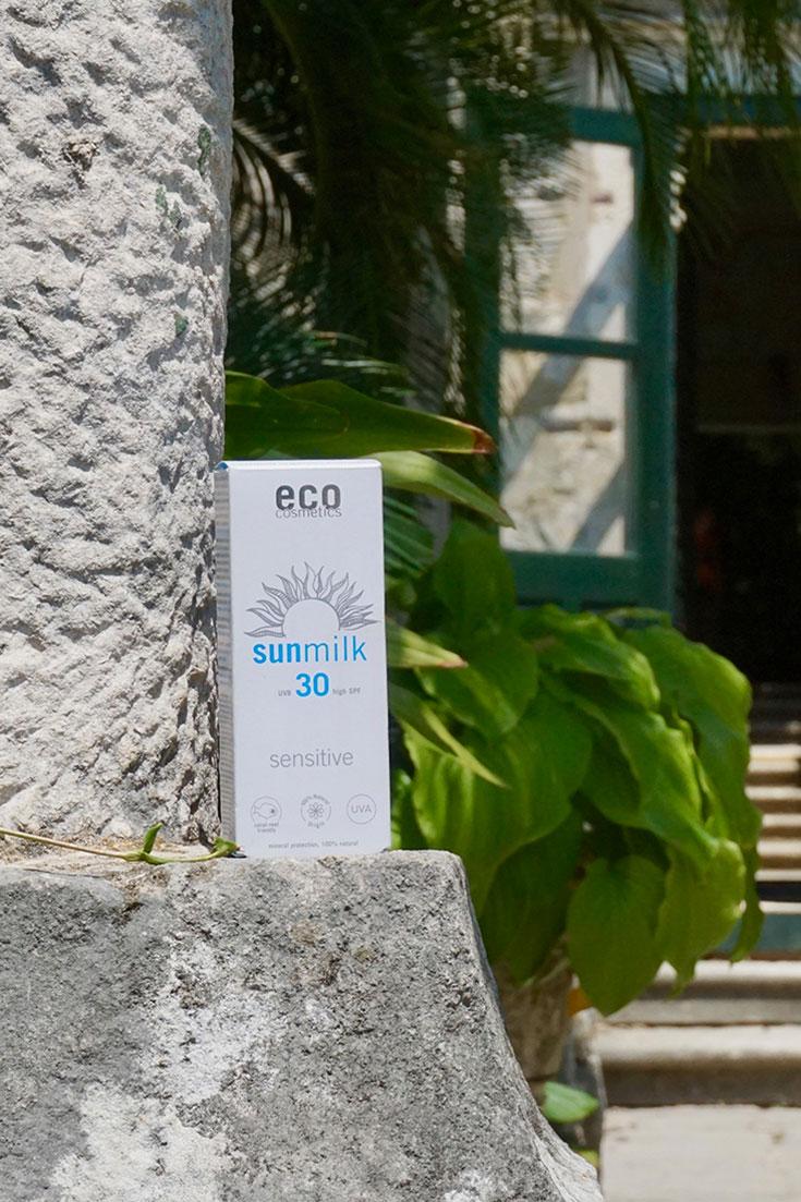 Naturkosmetik Sonnenschutz für empfindliche Haut von Eco Cosmetics: Mallorca Akne, Sonnenallergie, allergische Reaktion? Warum der Naturkosmetik Sonnenschutz für empfindliche Haut von Eco Cosmetics intensiven Schutz liefert, aber dabei besonders gut verträglich ist.Naturkosmetik Sonnenschutz für empfindliche Haut von Eco Cosmetics: Mallorca Akne, Sonnenallergie, allergische Reaktion? Warum der Naturkosmetik Sonnenschutz für empfindliche Haut von Eco Cosmetics intensiven Schutz liefert, aber dabei besonders gut verträglich ist.