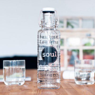 Peppermynta Brandfinder: Soulbottles stellt faire, klimaneutrale sowie schadstofffreie und plastikfreie Trinkflaschen her: Wasserflaschen aus Glas und Stahl