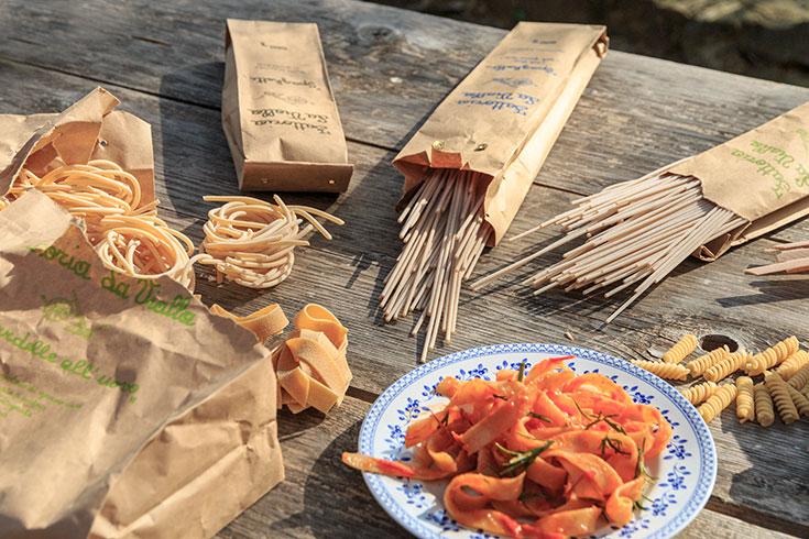 Fattoria La Vialla Onlineshop – Bio Lebensmittel und Bio Produkte aus Italien (Toskana), biodynamische und ökologische Landwirtschaft. Bio-Wein, Öko Lebensmittel, Bio Spezialitäten, Demeter zertifiziert, Bio Pasta, Öko Nudeln
